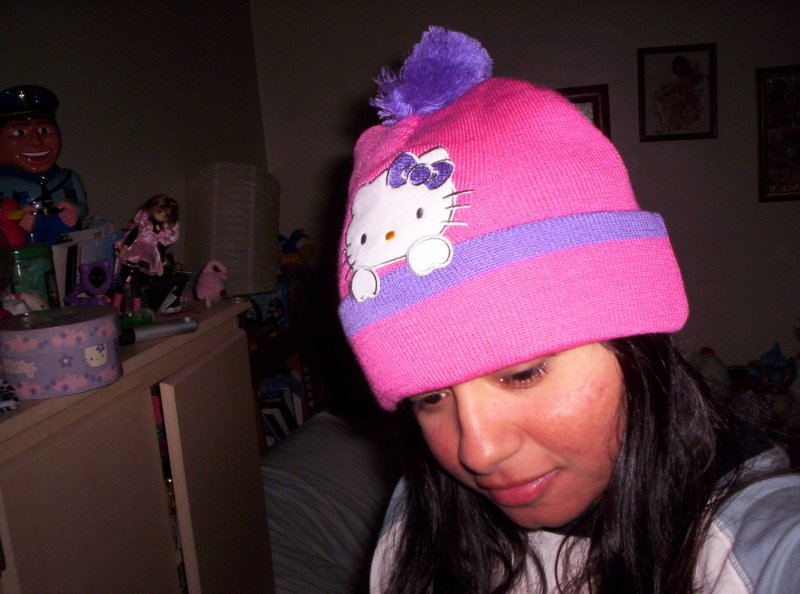 Hello kitty hat..