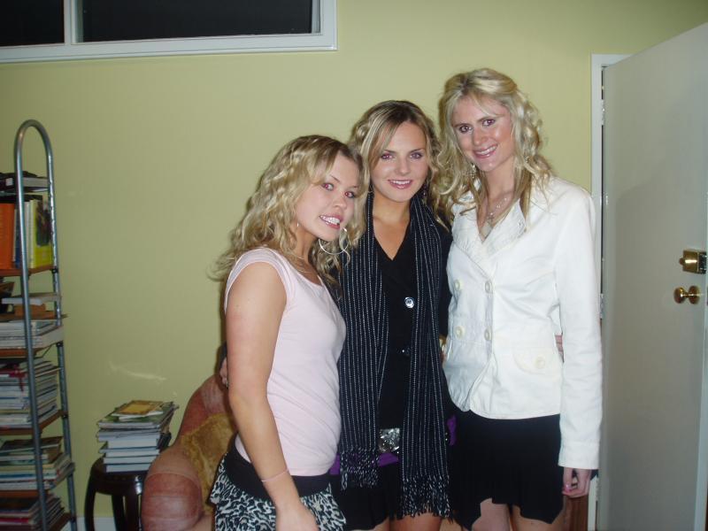 3 blondes my bday.JPG