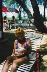 04 - My Mom with a Little Kitty of There